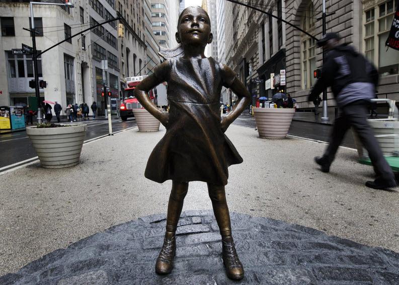 مجسمه دختر بی پروا - وال استریت