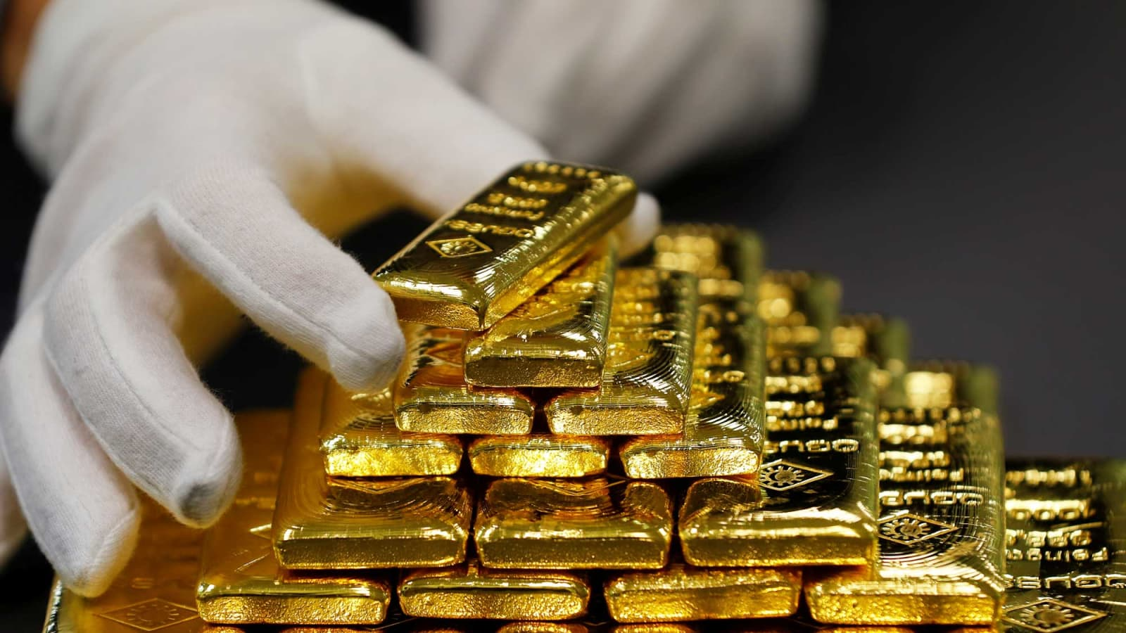 104902147-RTX3SM45-gold