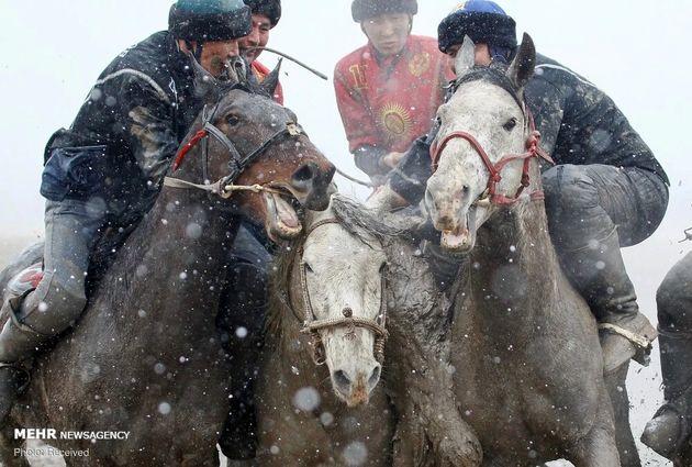 3733176_los-jinetes-de-kirguistan-participan___lfq1LXqe_4_0x750__4