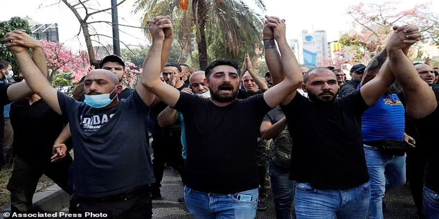 انفجار یک خمپاره لبنان/ ارتش به خیابان آمد/ کشته و زخمی شدن ۲۲ تن در اعتراضات/ تصاویر