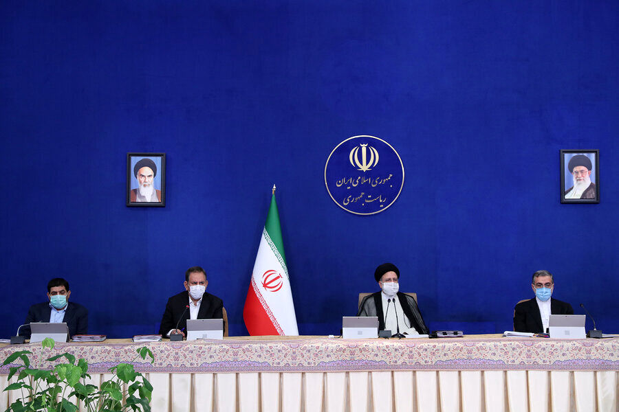 عکسی از آخرین حضور جهانگیری در جلسه هیات دولت در کنار رئیسی