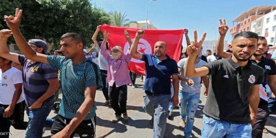 اعتراض هواداران و مخالفان رئیس جمهور تونس در خیابانها