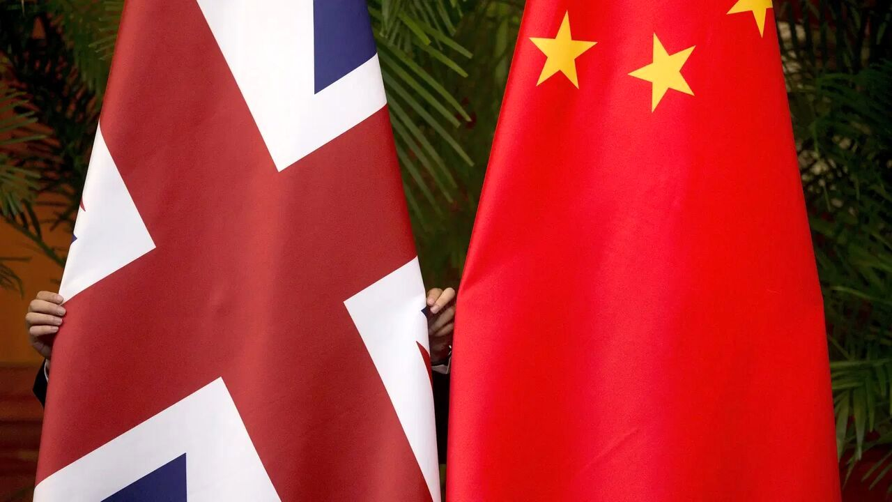 Chinese officials were also boycotted by the British