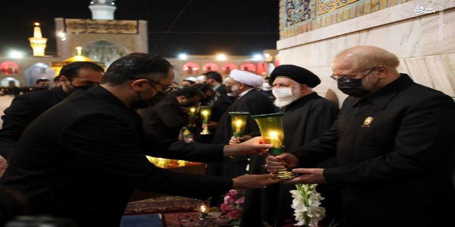 قالیباف در لباس خادمی امام رضا (ع)+عکس
