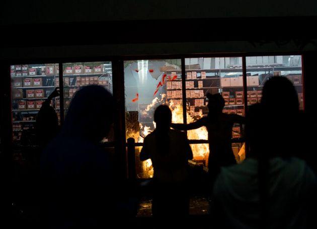 تصاویر اعتراضات آمریکا   آتش و خشم در مینیاپولیس/ سفیدوسیاه علیه نژادپرستی