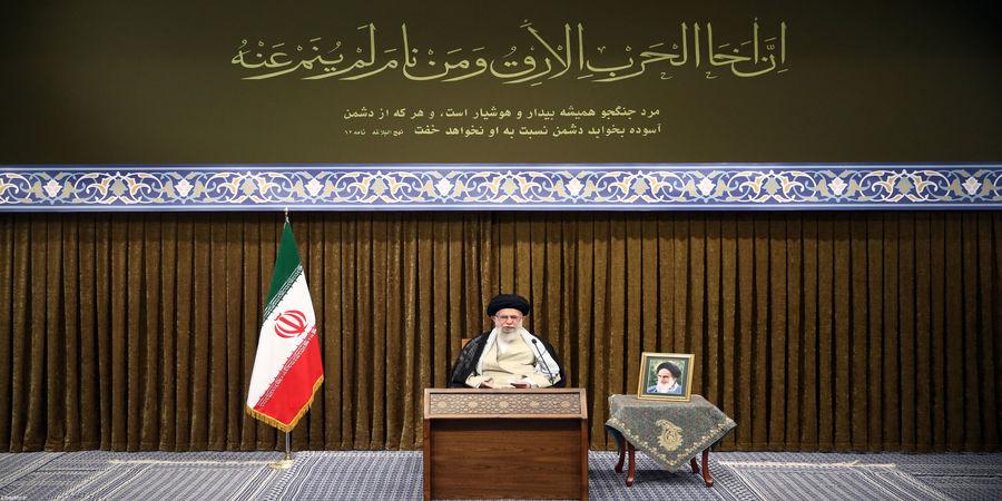 رهبر انقلاب: راه حل حوادث شمال غرب جلوگیری از دخالت ارتشهای بیگانه است