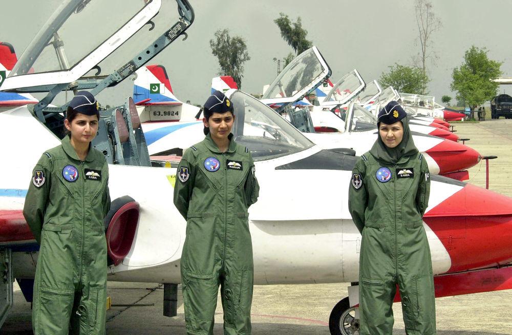 بیوگرافی صفیه فیروزی بانوی خلبان افغان