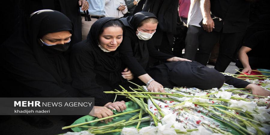 لحظات تلخ و سخت وداع خانواده نوجوان ایذه ای در مراسم تشییع + عکس