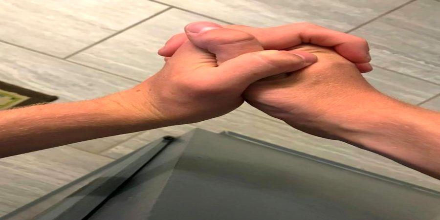 شخصیت شناسی با مدل قلاب کردن انگشتان دست