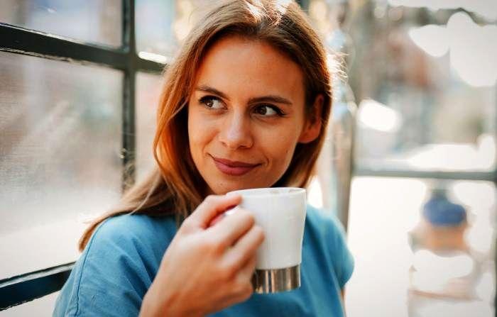 نوشیدن قهوه صبحگاهی