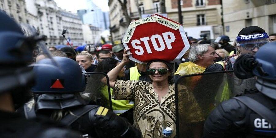 تظاهرات گسترده فرانسویها علیه سیاستهای رئیسجمهورشان