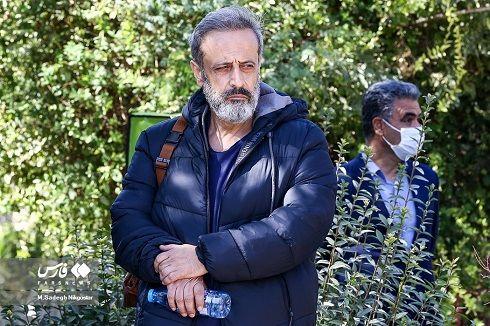 حمید نعمت الله کارگردان در مراسم تشییع عزت الله مهرآوران