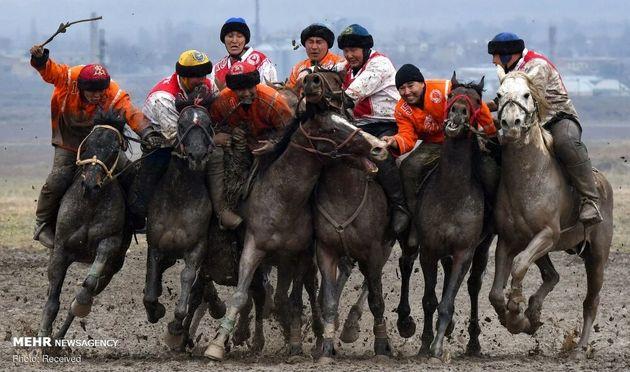 3733181_los-jinetes-kirguisos-practican-el___mRQtk4quj_0x750__2