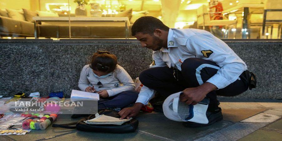 تصاویر دیدنی از کمک یک سرباز به کودک کار