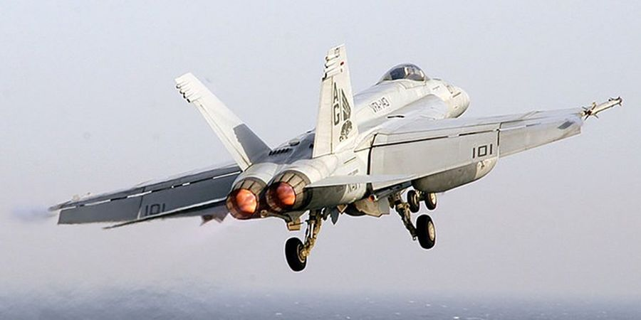 سقوط جنگنده «اف-18 نیروی دریایی آمریکا