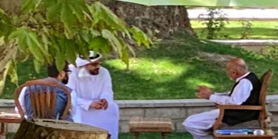 انتشار عکسی از اشرف غنی با مسؤول اماراتی قبل از ترک کابل
