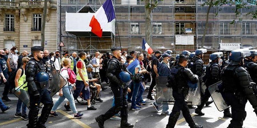 فرانسه به هم ریخت/ تظاهرات سراسری علیه  اجباری شدن گواهی واکسن کرونا