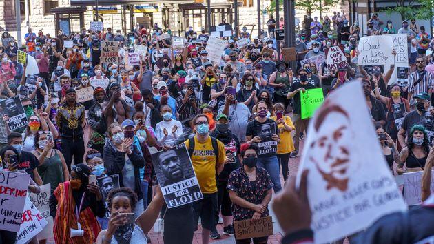 تصاویر اعتراضات آمریکا | آتش و خشم در مینیاپولیس/ سفیدوسیاه علیه نژادپرستی