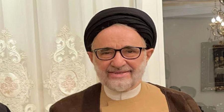 تقدیم یک لوح به سید محمد خاتمی به مناسبت تولدش